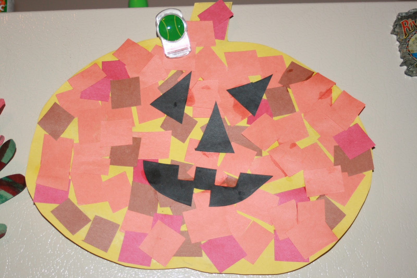 Halloween crafts with construction paper paper crafts for Easy crafts for kids with construction paper