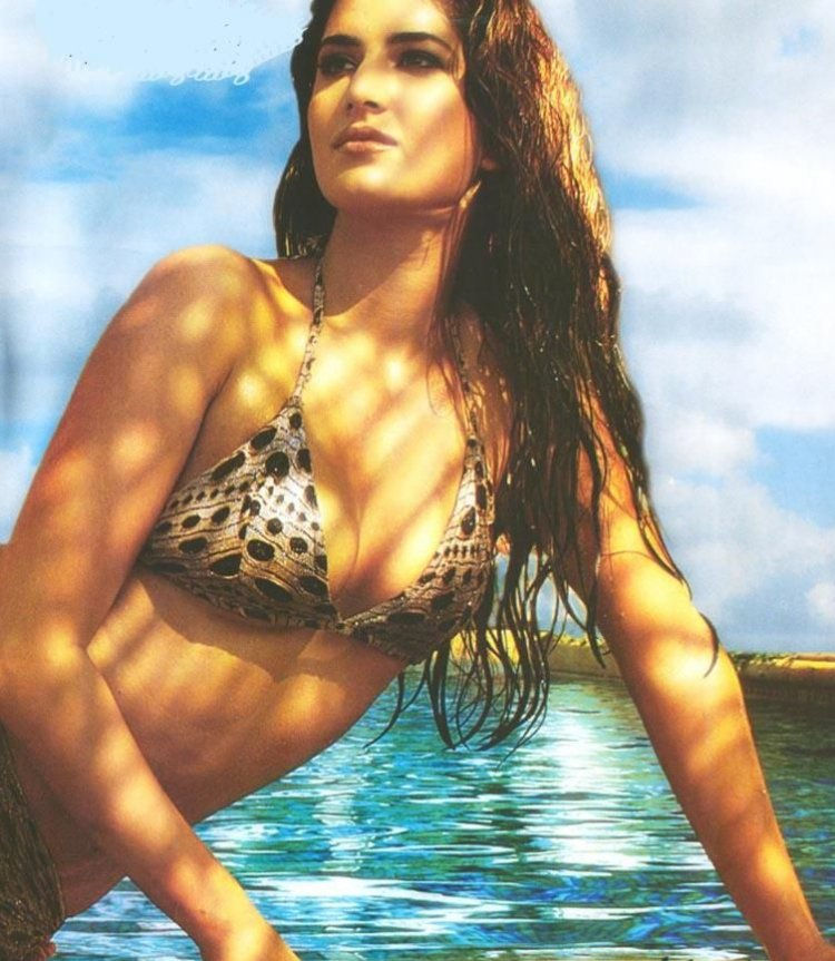 wallpaper katrina kaif in bikini. Faltu Hindi Movie Wallpapers
