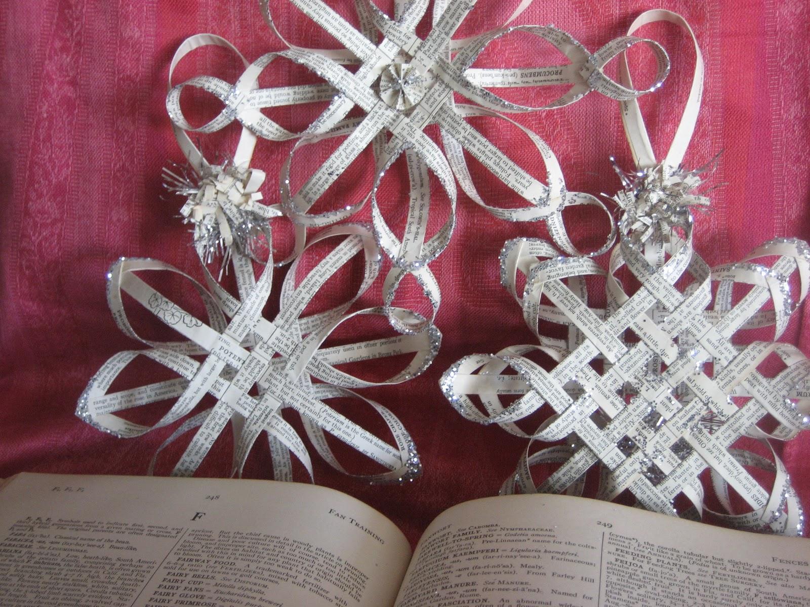 Объемные снежинки и украшения своими руками