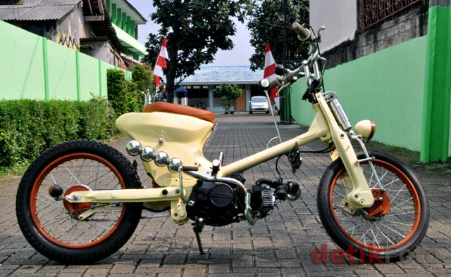This is Honda Astrea Star Modification, this motor cycles look very  title=