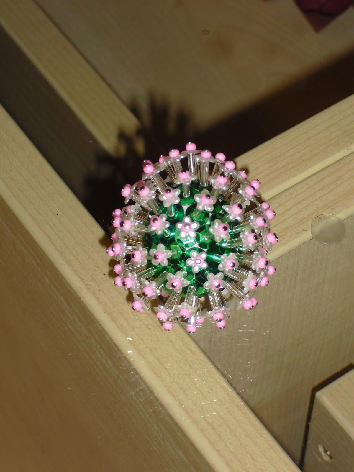 Coni creativ pailletten kugeln und eier mal anders - Styroporkugeln mit pailletten ...