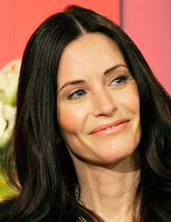 Courteney Cox urges women to grab a toyboy