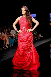 Dia Mirza- Neha Dhupia- Minissha Lamba- Raveena Tandon n Jiah Khan sizzle on ramp at Chivas Fashion Show