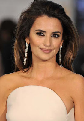 Penelope Cruz tops Sexiest Star poll