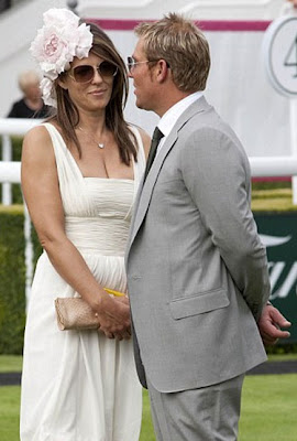 Liz Hurley and Shane Warne caught smooching