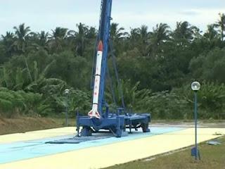 http://1.bp.blogspot.com/_iZEqitBDdOE/Slyqp9ALSrI/AAAAAAAAAgU/lVf_J2LXmi8/s320/roket2.jpg