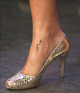 rihanna tattoo nota musical