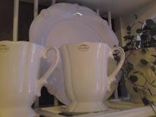 Valkoisia astioita..