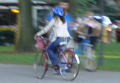 3-speed blurry bicyclist