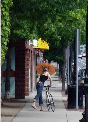dismounting a bicycle with a parasol