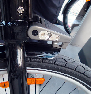 Bixi bike locking mechanism