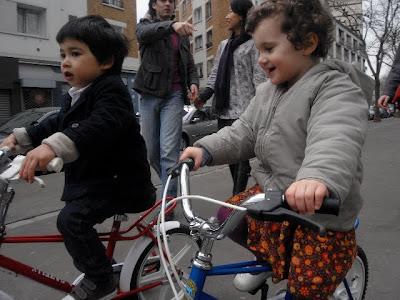 mini parisians à vélo