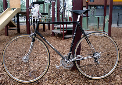 modern city bike Raleigh Competition