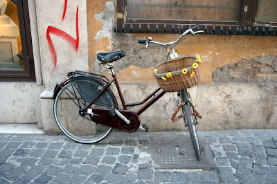 bike with sunflowers in Italy
