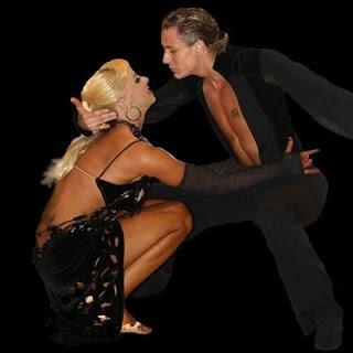 52f2bfec18dc Nazywana tańcem miłości lub tańcem namiętności. Kojarzy się z Kubą