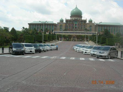 Toyota Alphard Gathered At Putrajaya