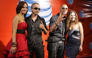 Wisin & Yandel con sus esposas en los premios juventud