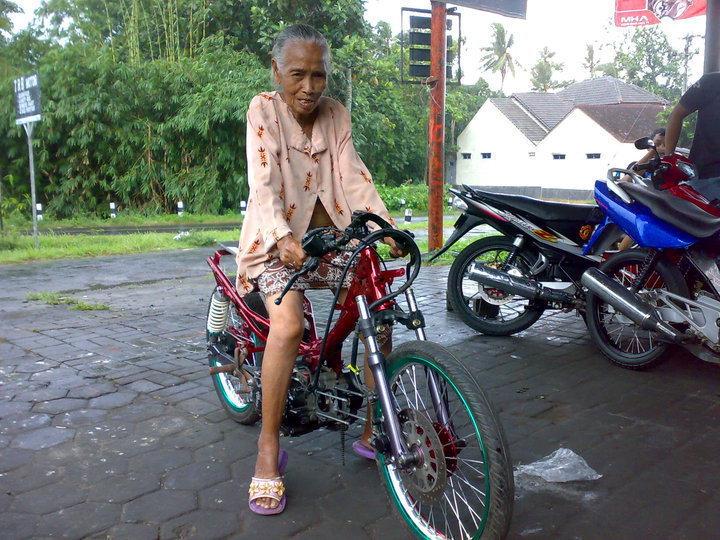 Kumpulan foto nenek nenek gaul