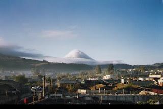 Guatemala es un gran volc 225 n activo en el oeste de guatemala cerca a