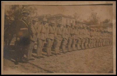 Koleksiyon 1930 lar türk askerleri ve subay teftişte