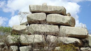 esculturas com rochas