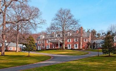 Eddie Murphy Re-lists His Bubble Hill Estate