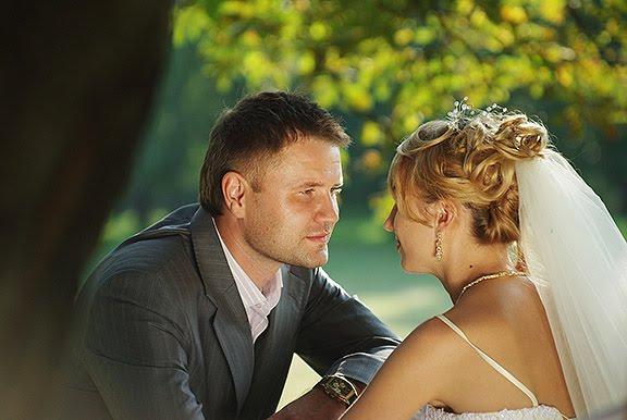 свадьба невеста жених под деревом wedding bride groom underneath tree