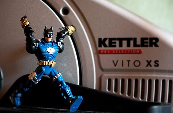 batman kettler broken arm бэтмэн сломал руку на тренажере