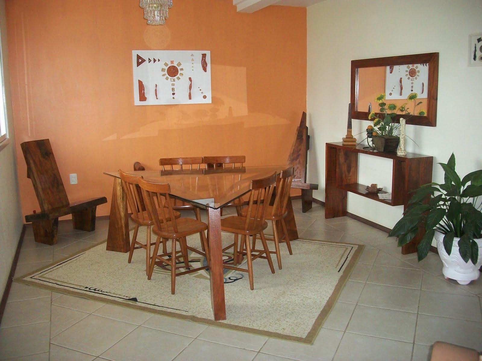 de Sala de Jantar Mesa com pés de Madeira angico ; vidro e ferro  #704126 1600x1200