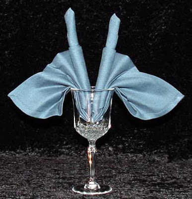 Салфетка в чаша от вино