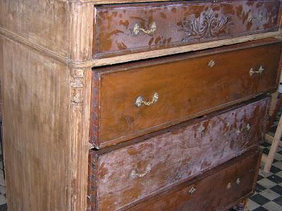 cómoda antes de la restauración