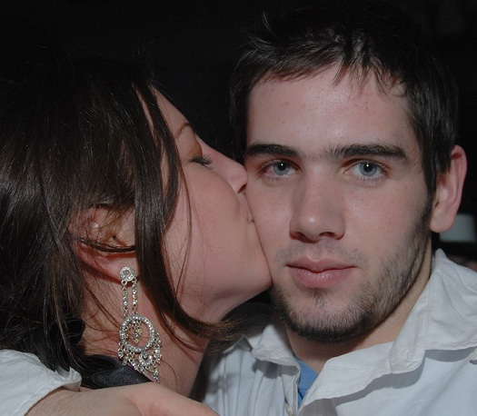 hooking up vs dating Hooking up has come to define sexual relationships for most of today's teens and young women it can mean anything from kissing and touching to oral sex or intercourse.