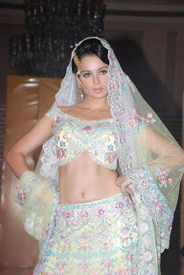 Hot and sexy Kangana Pictures