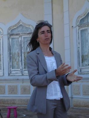 Fátima Monteiro falando sobre a Ecoteca Museu, de que é directora