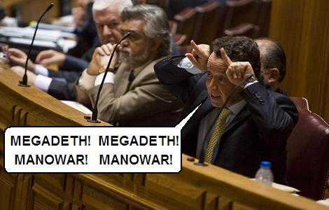 Manuel Pinho interpretando 'Megadeth' dos Cebola Mol
