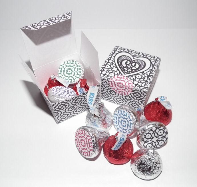 Don\'t Eat the Paste: Kiss Boxes! 5 colors