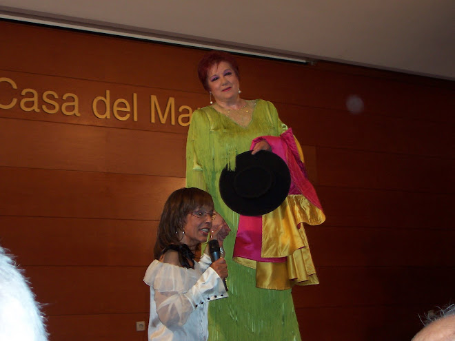 La cantante aragonesa Corita Viamonte junto a lita Claver en la presentacin de Casa del Mar. 2008