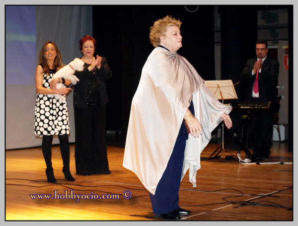 GALA HOMENAJE RAQUEL MELLER EN TARAZONA. MARZO 2008. MARISA PORCEL SE DIRIGE A SU PBLICO