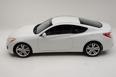 2010 Hyundai Genesis Coupe 2.0T R-Spec.jpg