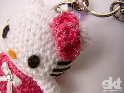 Baby favor: hello kitty amigurumi key chains, free crochet patterns