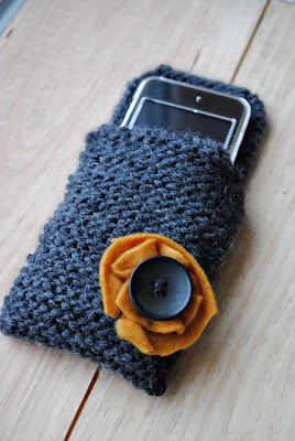 How to Knit an iPod Cozy: 6 Steps (with Pictures) - wikiHow