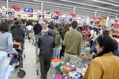 aglomeratie hypermarket sarbatori