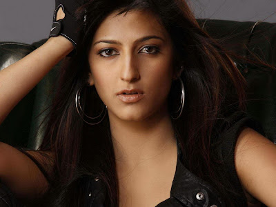 BollyWood Cute Actress Shruti Haasan Wallpapers