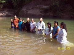 Batismo de alguns irmãos no Rio Formiguinha