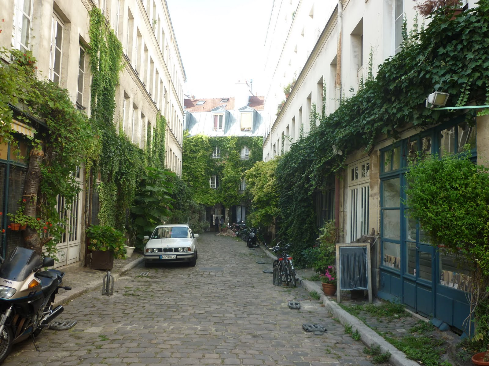 Dr j j visite paris 11 me arrondissement for Meubles faubourg saint antoine