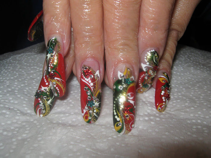 more Holiday Nails.........