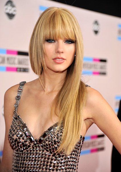 I also like Taylor's straight hair in a ponytail