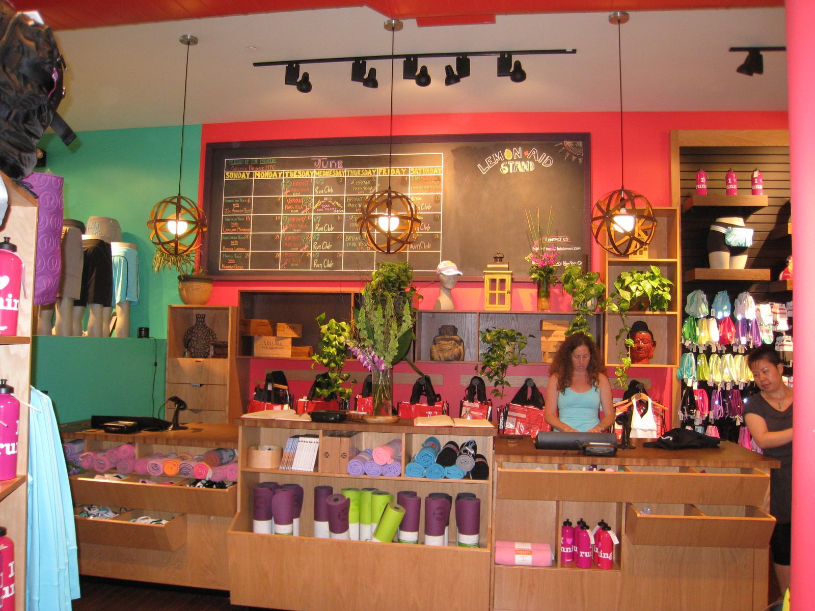Flooring the consumer a retail experience that doesn t compete on