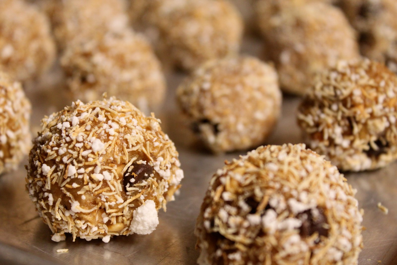 Simply Home and Family: peanut butter snack balls
