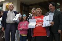 Entrega de 20.000 firmas en la sede de la Delegación del Gobierno en Gran Canaria